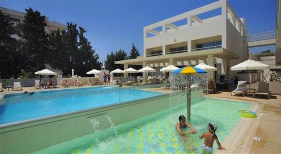 Недорогие отели на Кипре для отдыха с детьми. Турагентство Полетелинаморе. Nelia Gardens