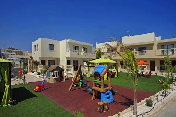 Недорогие отели на Кипре для отдыха с детьми. Турагентство Полетелинаморе. Nelia Beach