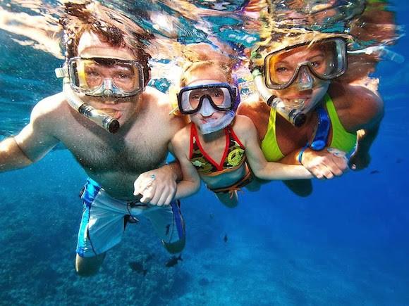family_snorkeling